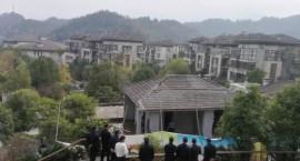 近日,宜春出动120多人强制拆除了一批违章建筑 ...